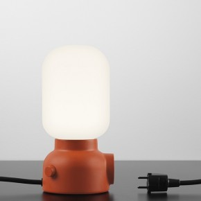 MARZO Plug Lamp: lámpara de mesa con doble función. FUWL – Form Us With Love