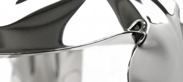 Plopp Stool: mobiliario de metal inflado del diseñador polaco Oskar Zieta