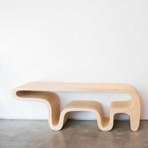 Bear Table: animales en mobiliario de madera