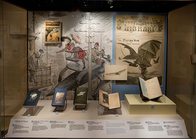 Montaje de la exposición física. Imagen: Hugh Talman, en el Blog the la Biblioteca Smithsonian Libraries.