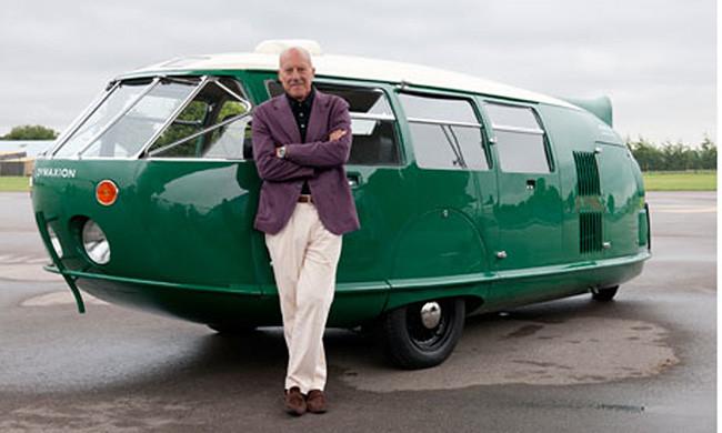 Norman Foster y su Dymaxion en 2011. [foto: Nigel Young]