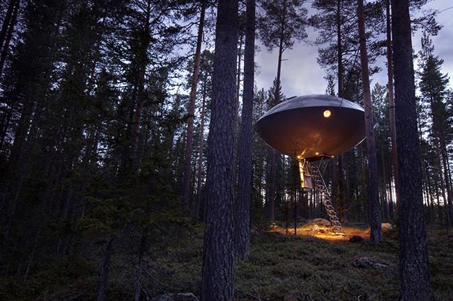 tree-hotel-ufo_01