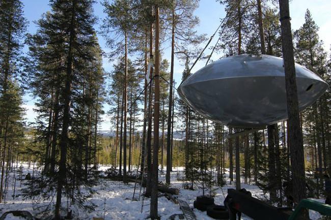 tree-hotel-ufo_02a
