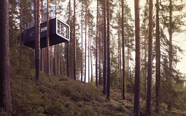 tree-hotel-ufo_06cabin