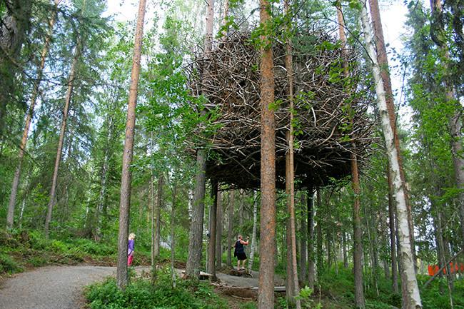 tree-hotel-ufo_09birdNest