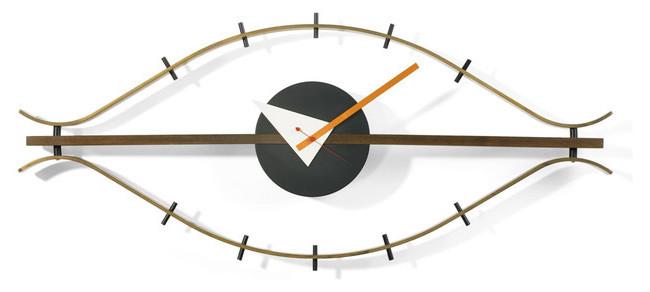 El famoso reloj de pared Eye Clock, diseñado por Lucia DeRespinis en 1957 para George Nelson. Producido por Vitra.