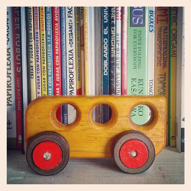 loop_wood_toys_01a