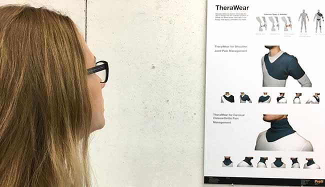Elena Ryu está interesada en desarrollar, con este proyecto Tera Wear, piezas para el tratamiento de artrítis que puedan ser usadas en las actividades diarias. Pequeñas cápsulas con material térmico son insertadas en estas estlizadas y bien construidas piezas de moda.