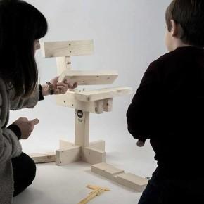 Hamaika: la silla de niños de 11 piezas del diseñador vasco Unai Rollán